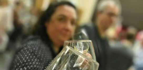 Svenja und Andreas bei Weinverkostung